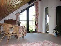 Schlafzimmer mit Balkon. Vorn rechts gehts zur Schlafnische - Bild 5: Ferienwohnung Bei Vierecks nahe Berlin