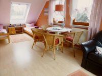 Esstisch mit 4 Stühlen - Bild 2: Ferienwohnung 3, Haus Erhard in Berlin Lichtenrade