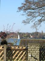 Blick von der Terrasse auf den See - Bild 14: Außergewöhnliches Landhaus, F*****, privater Steg am See, bei Berlin